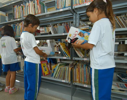 Toda instituição de ensino deverá ter biblioteca com pelo menos um livro por aluno