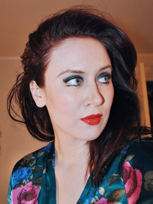 makeup photo a day, navy smokey eye, makeup forever red lipstick,