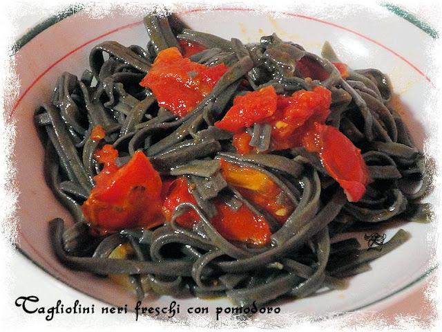linguine nere fresche con pomodori (semplice semplice)