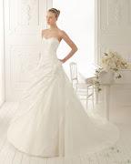 Sin dejar de ser buscada por sus diseños de vestidos de la categoria prom y .