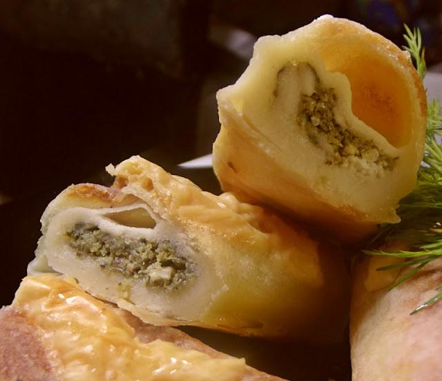 Naleśniki nadziewane białym serem i szpinakiem
