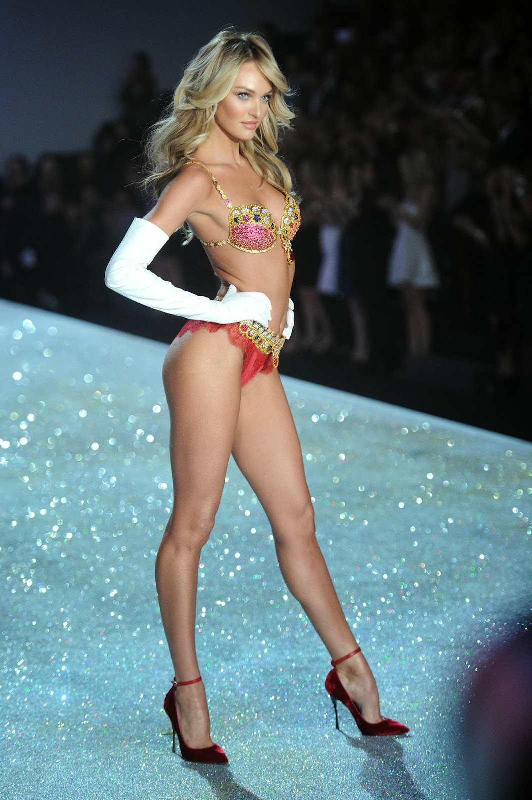 Candice Swanepoel Victoria 39 S Secret Fashion Show 2013 Magazine Photoshoot Actress Models