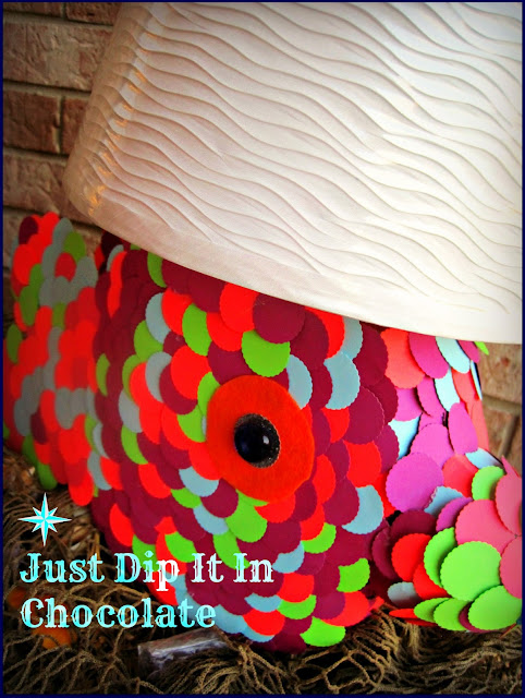 DIY Tide Pods Fish Lamp, for only a few dollars create this whimsical lamp with that empty container! Great kid's project with a little of mom's help.