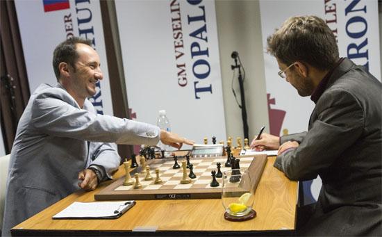 Ronde 9: Topalov et Aronian ont joué une partie dans laquelle l'arménien a mené la danse © Lennart Ootes