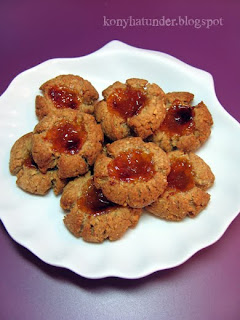wholemeal-oat-florets-with-apricot-jam