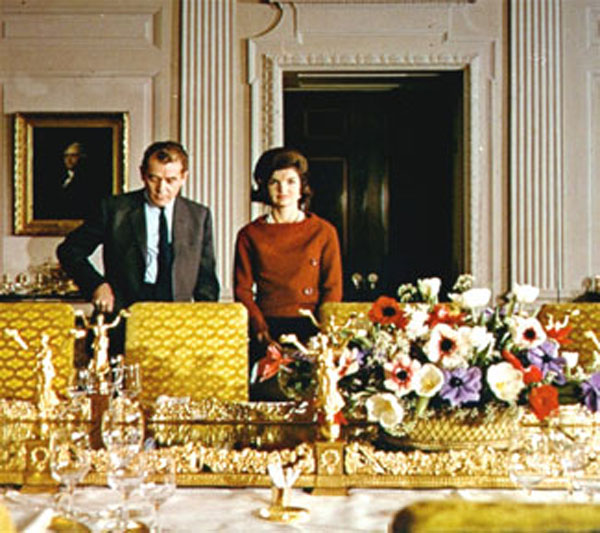 Grace Intemporelle by Natalia: El 14 de febrero de 1962, con Charles Collingwood en el tour para televisión de la Casa Blanca