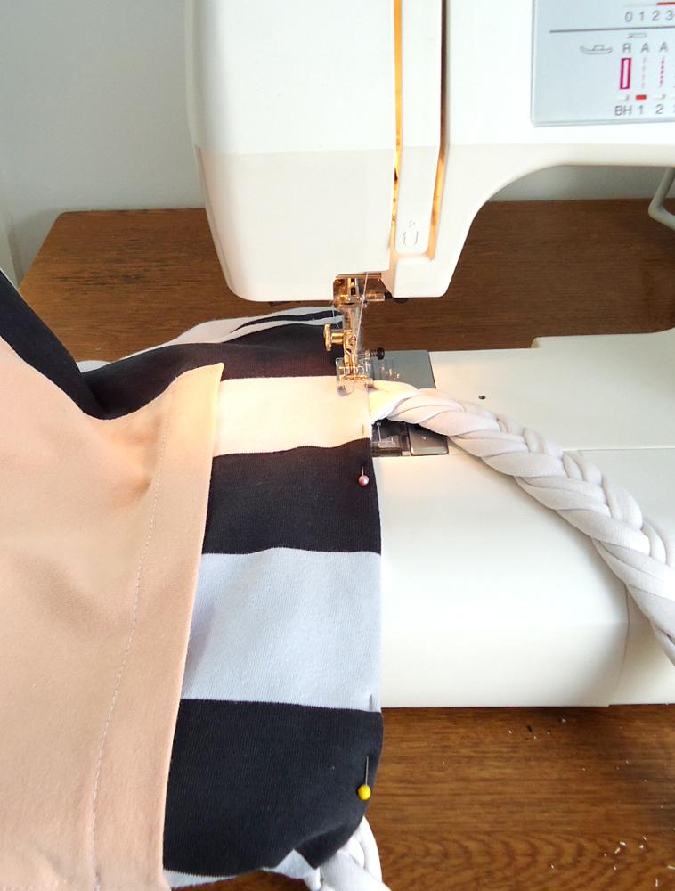 como fazer bolsa com camiseta