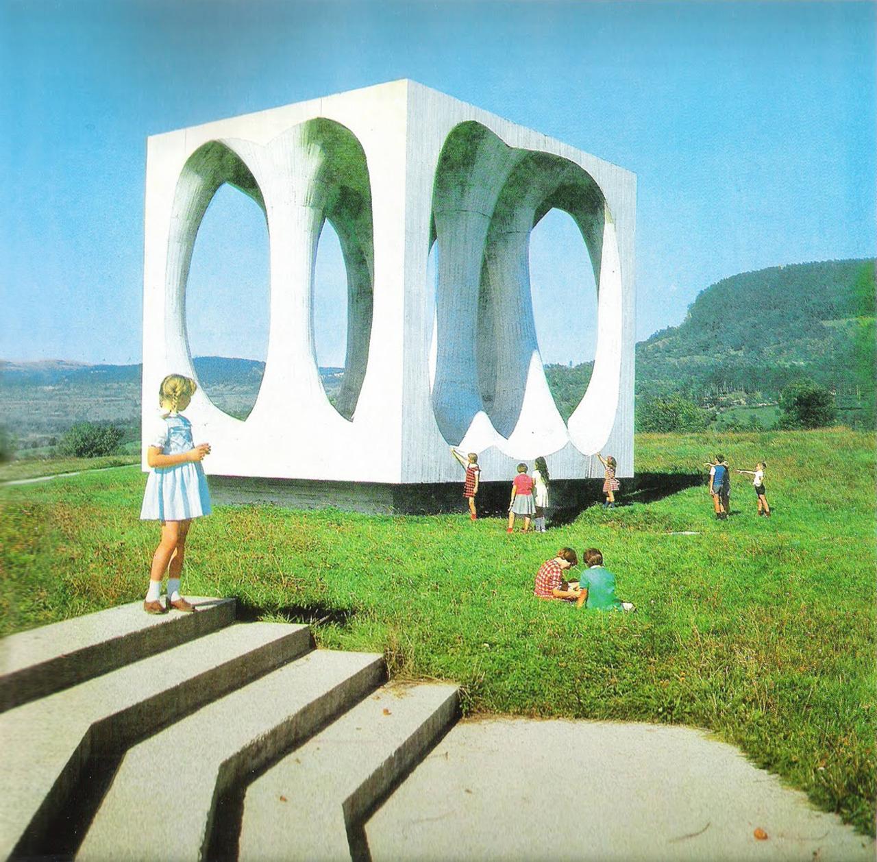 DOUGLASCAIN: Soviet Modernism