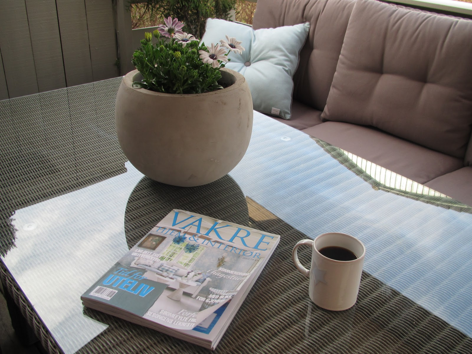 Marita`s interiør verden: Mye finere med hvite cafe møbler;)