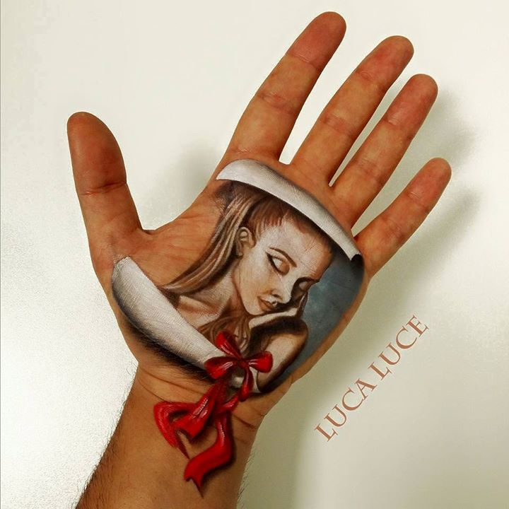 14-Portrait-Luca-Luce-Body-Painting-with-3D-Hand-Drawings-www-designstack-co