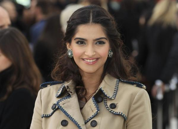 Sonam kapoor london fashion week1 - Sonam Kapoor at the London fashion Week 2012