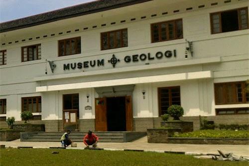 Wisata Ke Museum Geologi Bandung