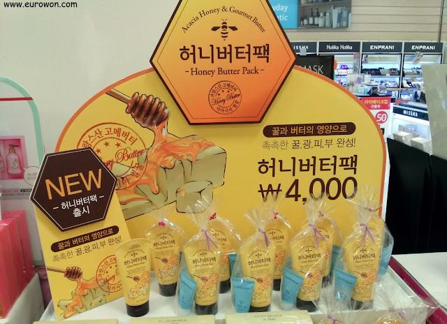 Crema cosmética con miel y mantequilla