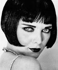 Michelle Pfeiffer como Louise Brooks