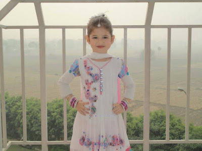 Munni in white dress photo