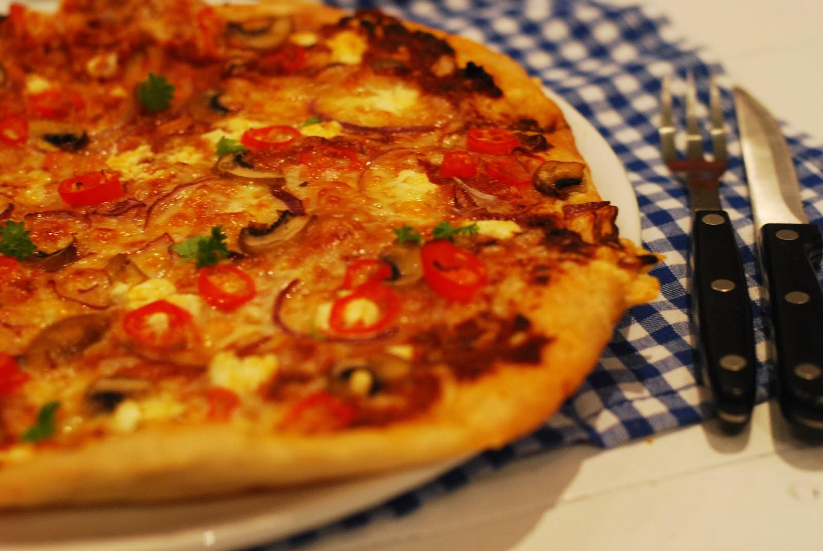 http://www.lilliansmatblogg.no/2014/02/italiensk-pizza-med-pesto-rosso-og.html