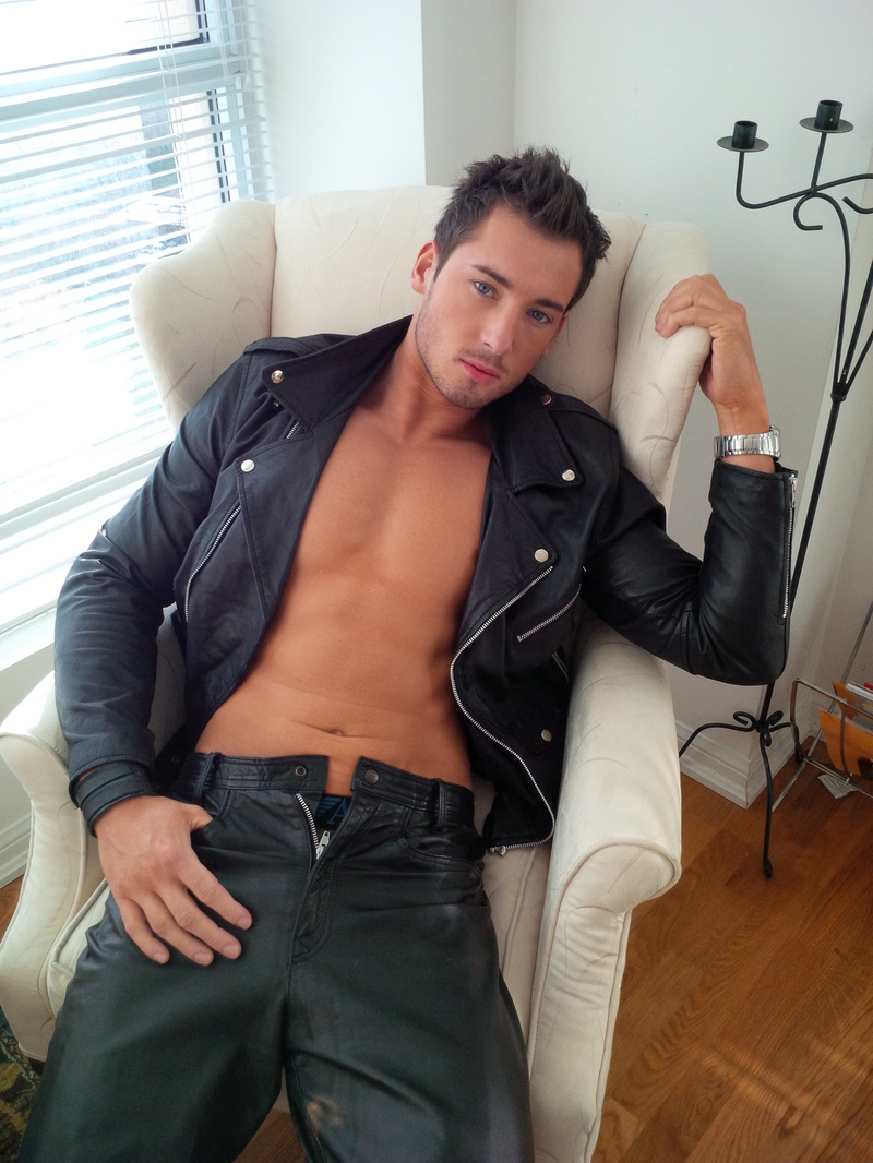 gay-men-in-leather