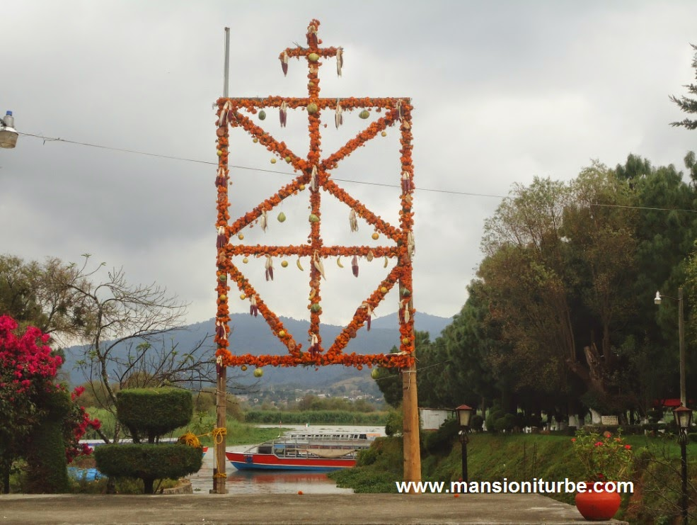 Day of the Dead celebrations at Lake Patzcuaro, ofrenda at Muelle San Pedrito