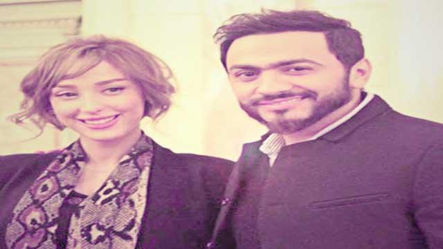 بالصور.. تامر حسني وزوجته بسمة بوسيل يلقيان تحية الصباح على الجمهور