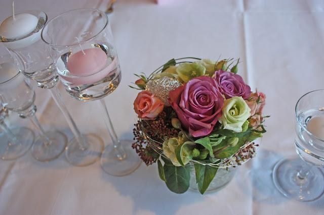 Wedding center piece in pink and lilac from Passiflori - Blumenschmuck in rosa und lila von Passiflori Penzberg, Hochzeit am Riessersee