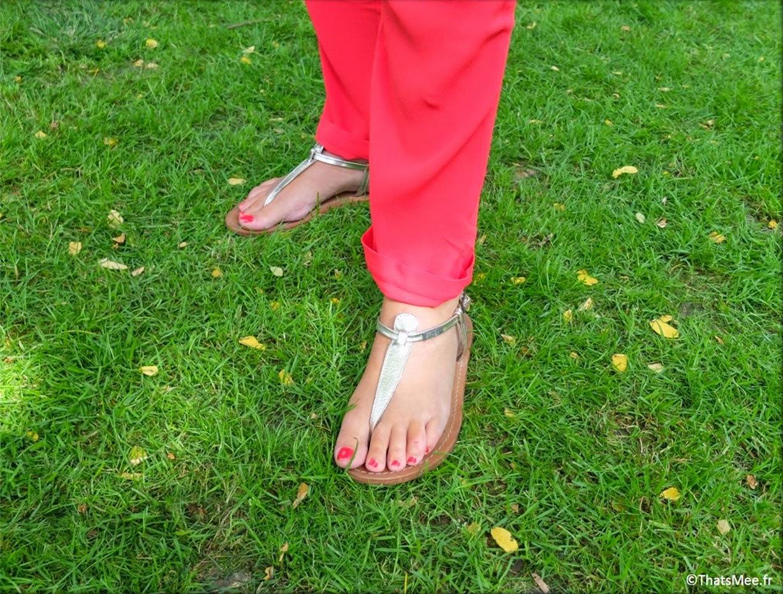Combinaison pantalon combipantalon fluide BaSh, veste en jean H&M, sandales dorées une bride Les Tropéziennes, sac réversible Craie, couronne de fleurs marché de l'Ile de Ré,  bracelets chaînette et jonc Gynette NY et Hipanema,