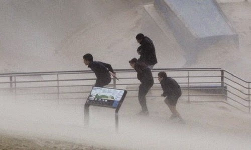 Ribut Kuat Melanda Tenggara Australia