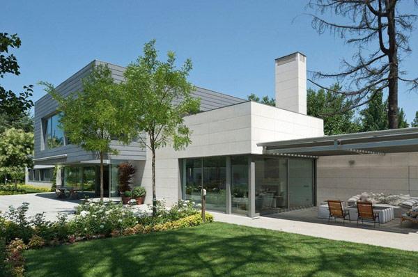 Hogares frescos casa con forma original alargada en espa a - Casas espectaculares en espana ...
