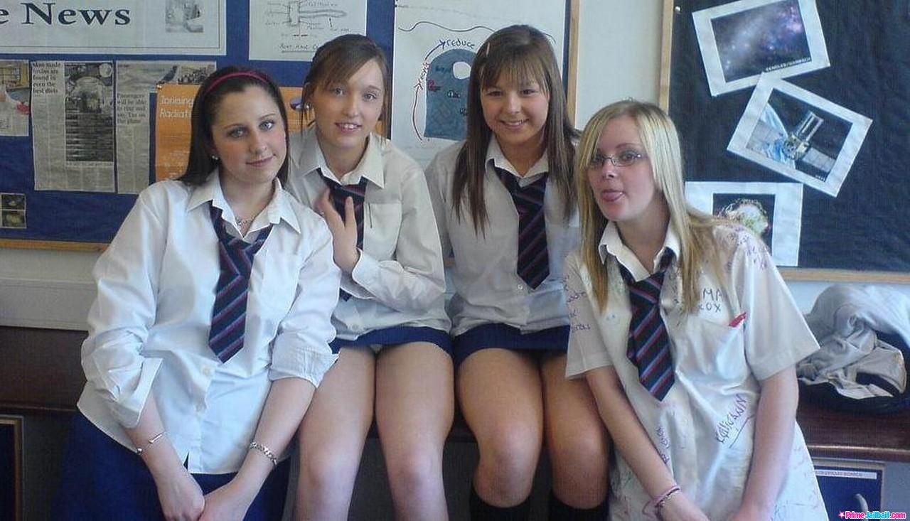 Фото под юбкой учениц, Под юбкой фото - голые девушки и женщины без трусов 2 фотография