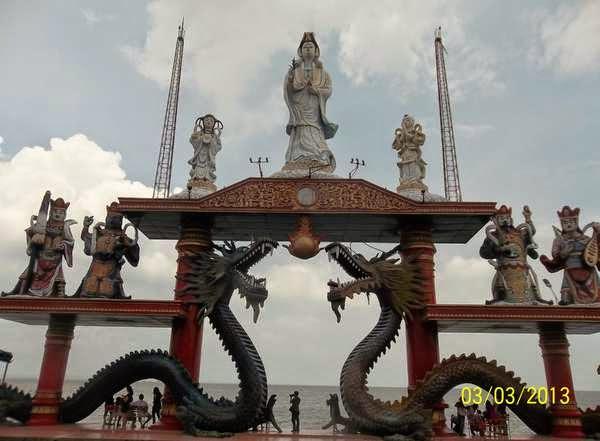 Patung Dewi Kwam Im Kenjeran Surabaya