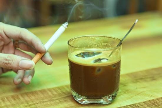 Hạn chế cà phê thuốc lá vào buổi sáng