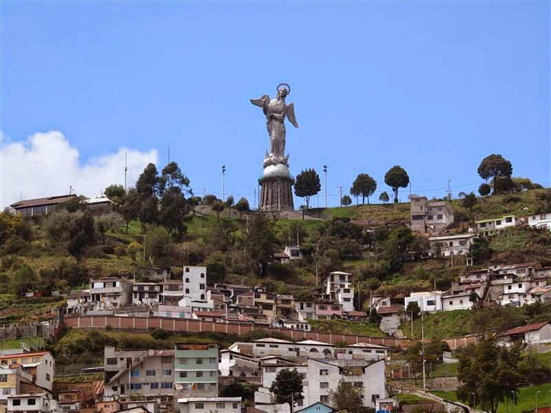 Virgen del Panecillo de día