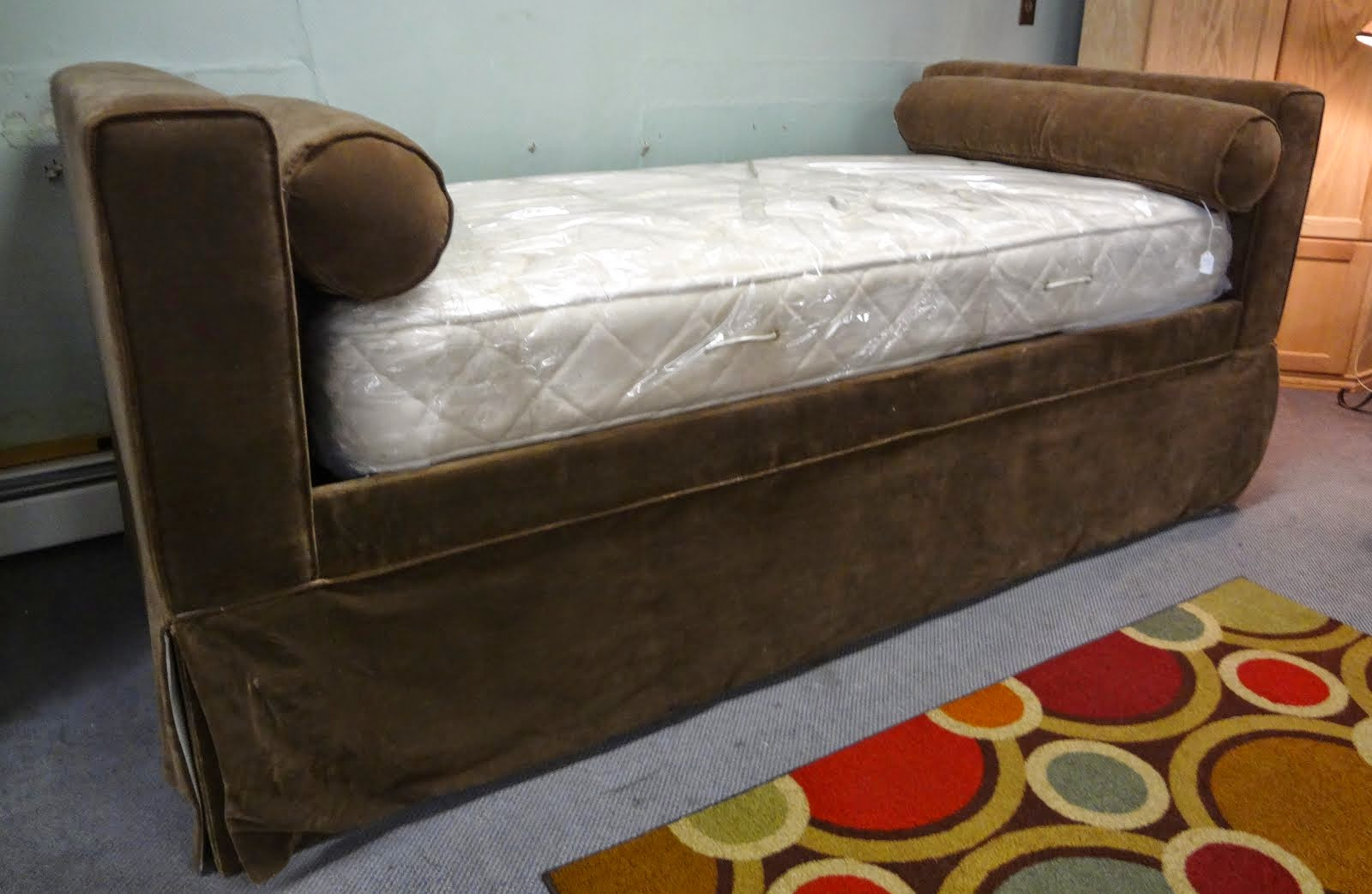 Ballard Design Day Bed w/ trundle!