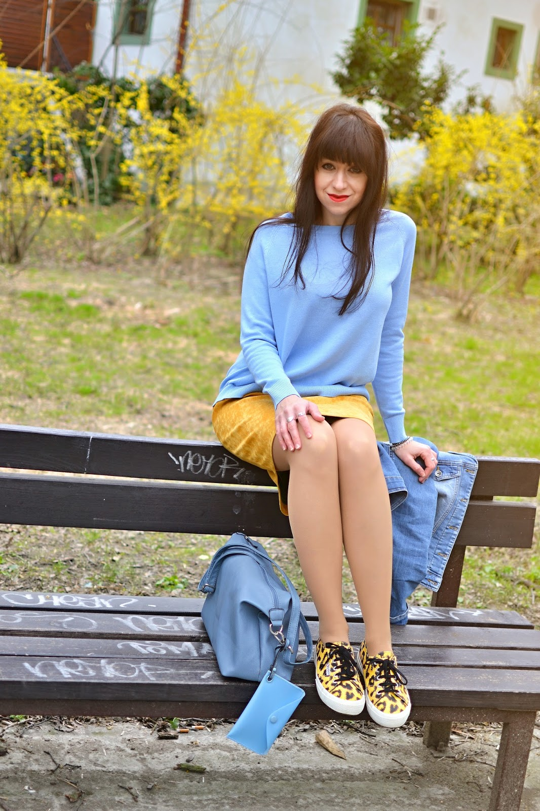 PREČO SI AKO BLOGERKA NEPOHNEVAŤ PRIATEĽA_Katharine-fashion is beautiful_Baby blue sveter_Denim bunda_Žltá sukňa_Katarína Jakubčová_Fashion blogger