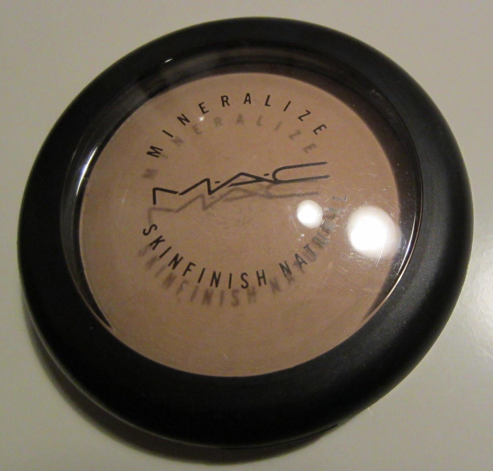 maquillage pas cher dans vide dressing de Flora : MAC - Poudre Mineralize Skinfinish Naturel médium - 10g - NEUVE