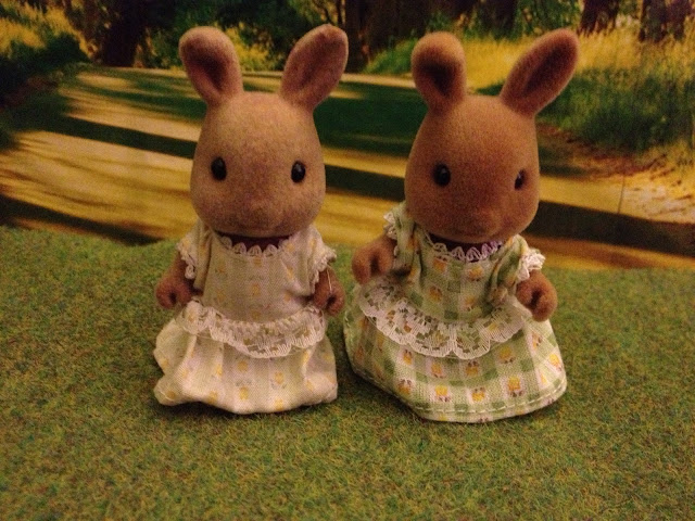 Sylvanian Families Dappledawn Fawn Rabbit Sister Tomy vs Flair