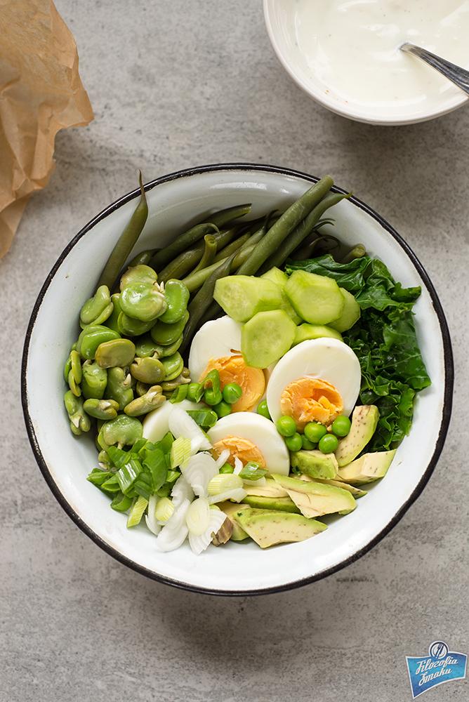 Sałatka z jajkiem i bobem
