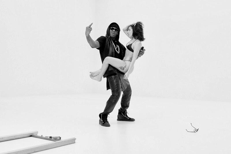 "Videoclip >> ""Do What U Want"" - Página 40 Do+What+U+Want"