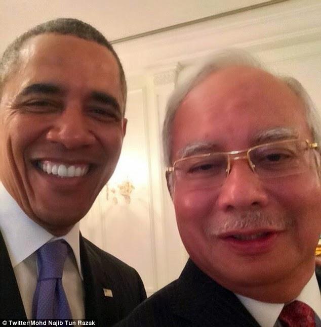 najib razak barack obama visit malaysia selfie