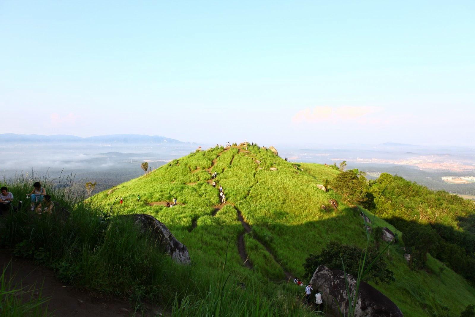 Borga Hill, dawn.