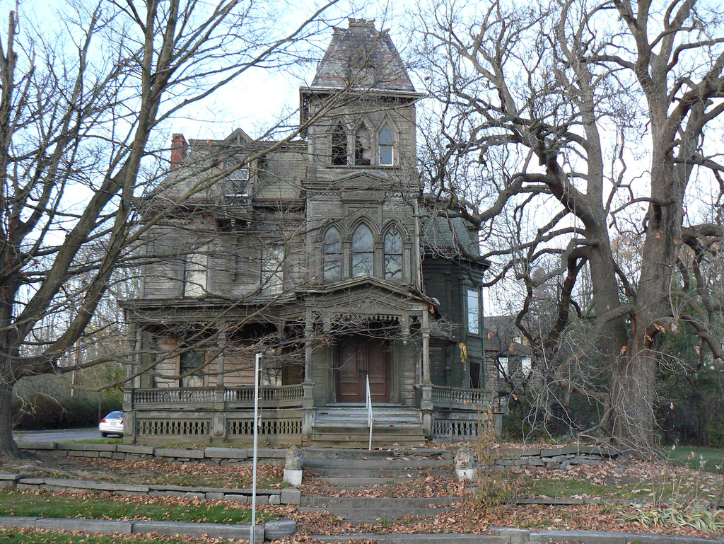 Places of fancy where is the 39 addams family 39 mansion for A family house