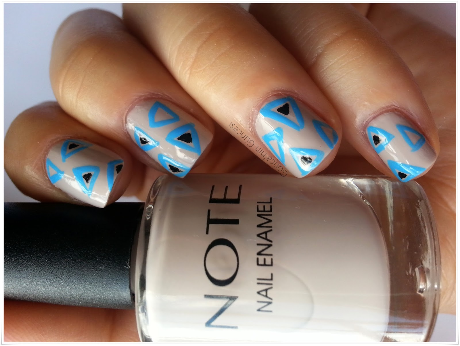 Note Kozmetik Oje - Triangles Nail Art