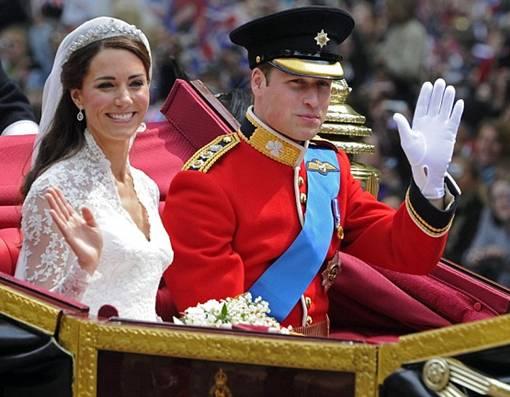 Kate Middleton yang alergi terhadap kuda tampak terkejut dan sedikit khawatir, tapi Pangeran William berhasil menenangkan pujaan hatinya yang cantik jelita
