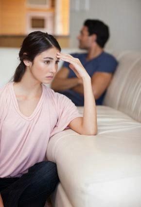 كيف تعيد الثقة بينك وبين حبيبك  - حب فاشل زواج غير ناجح - sad man woman couple fight