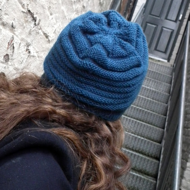Wurm Hat, knitting