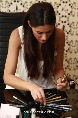 Nargis fakhri looking thru make up - (4) -  Nargis Fakhri at Vogue Beauty Event