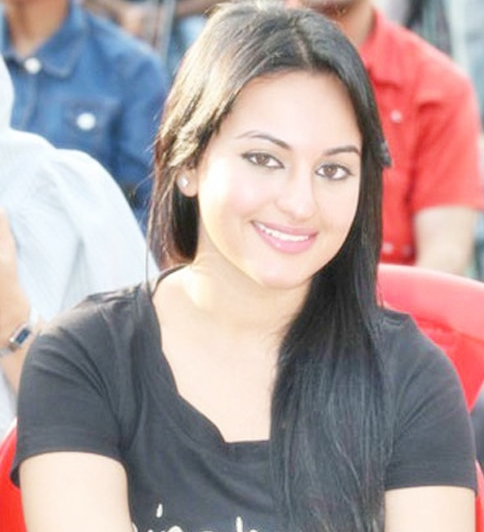 Sonakshi Sinha To Do Disco Song For Movie Himmatwala ...