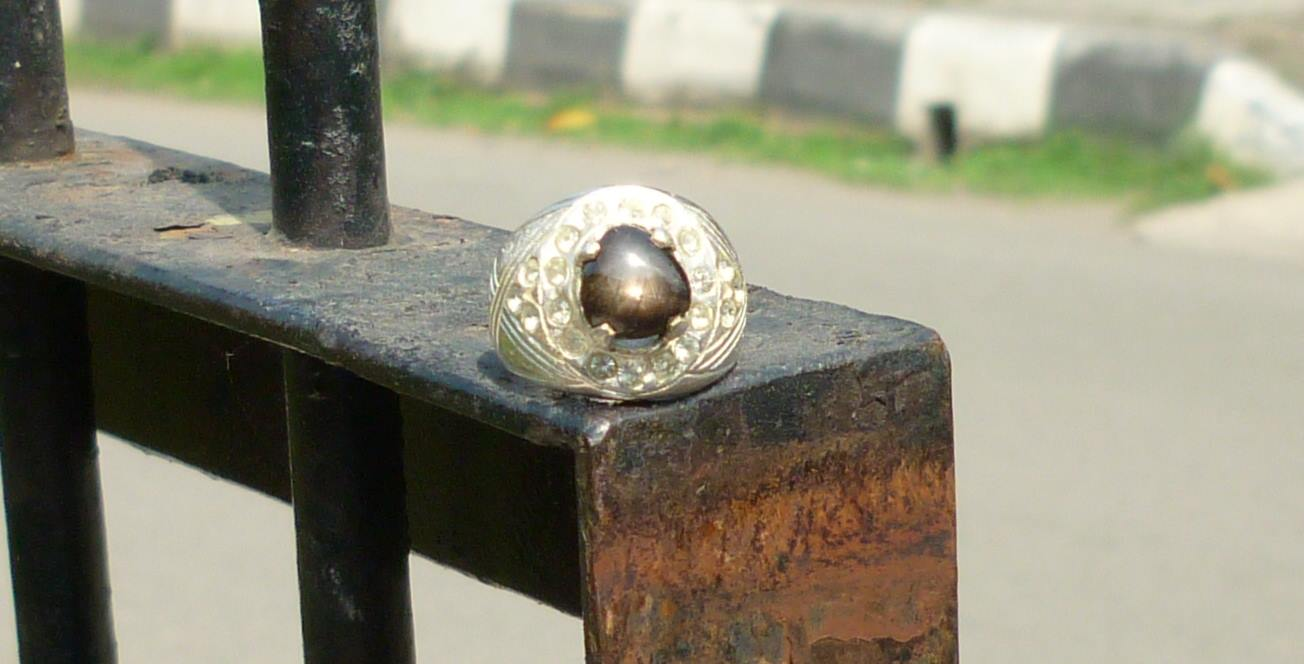 Batu Natural Black Safir Star