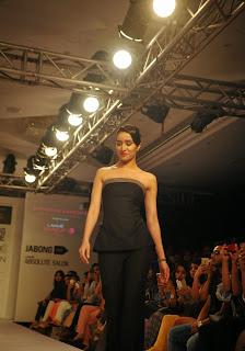 Actress Shraddha Kapoor Pictures in Black Dress at Lakme Fashion Week 2015  19.JPG
