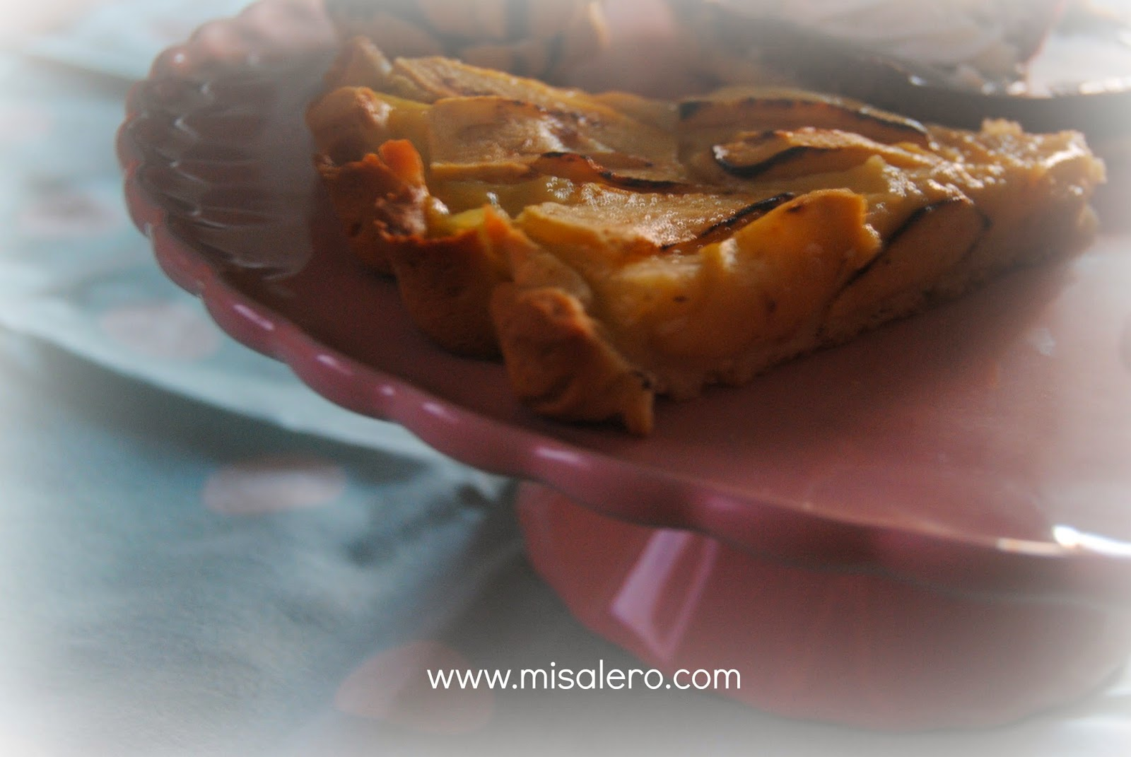 http://misalero.com/2014/11/tarta-de-manzana.html