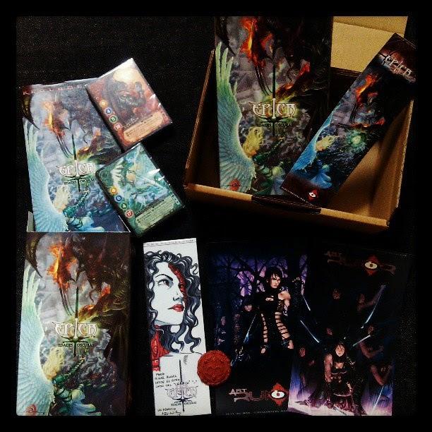 Varias cajas de Épica Edades Oscuras con dedicatoria de ªRU-MOR, postales, marcapáginas y ficha de iniciativa